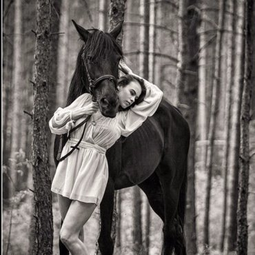 Neįprasta fotosesija su žirgu