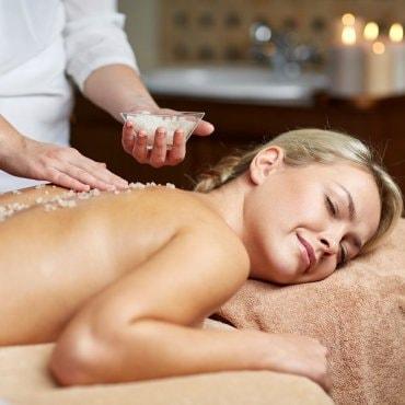 Kūno šveitimas ir atpalaiduojantis viso kūno masažas