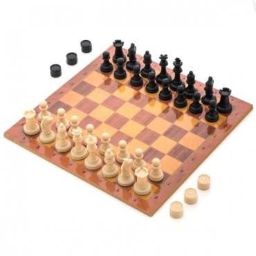 Šaškių ir šachmatų figūros ir lenta