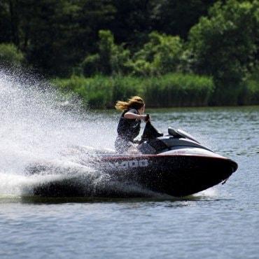 Pramogos vandens motociklais bei atrakcijonai draugų kompanijai