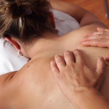 Viso kūno medaus masažas Panevėžyje