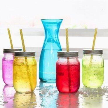 Grafinas ir 4 spalvingi stiklainiai gėrimams