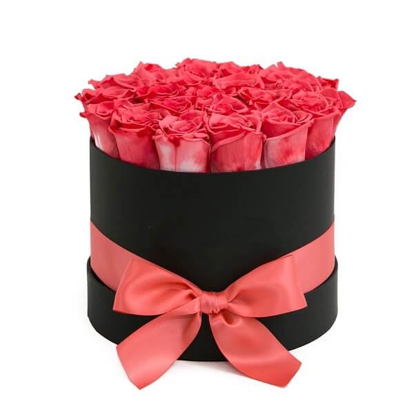 21 rožinė rožė dėžutėje